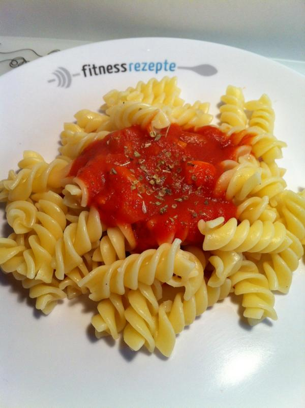 kohlenhydrate gef llig nudeln mit tomatenso e. Black Bedroom Furniture Sets. Home Design Ideas