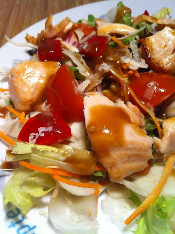 Der Low Carb Lachs Salat Mit Einem Honig Senf Dressing Basic Fitness