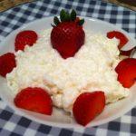Der Protein Vanille-Milchreis mit Erdbeeren