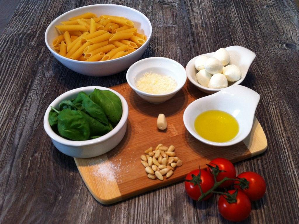 High Carb Nudelsalat mit dem selbstgemachte Basilikum Pesto