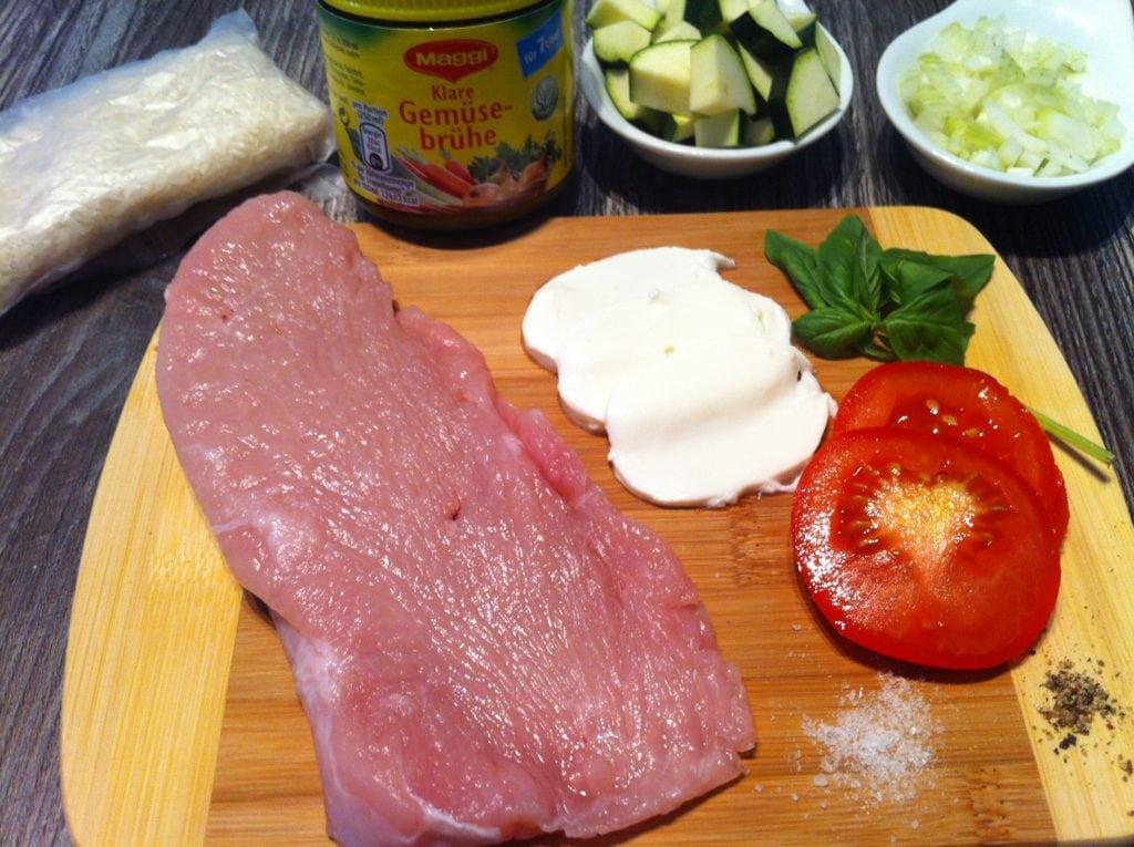 Der low fat Tomaten Mozzarella Roulade mit Zucchini Reis
