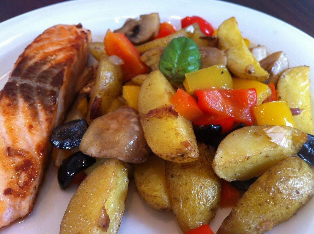 Die High Carb Ofenkartoffel Salat mit Lachs