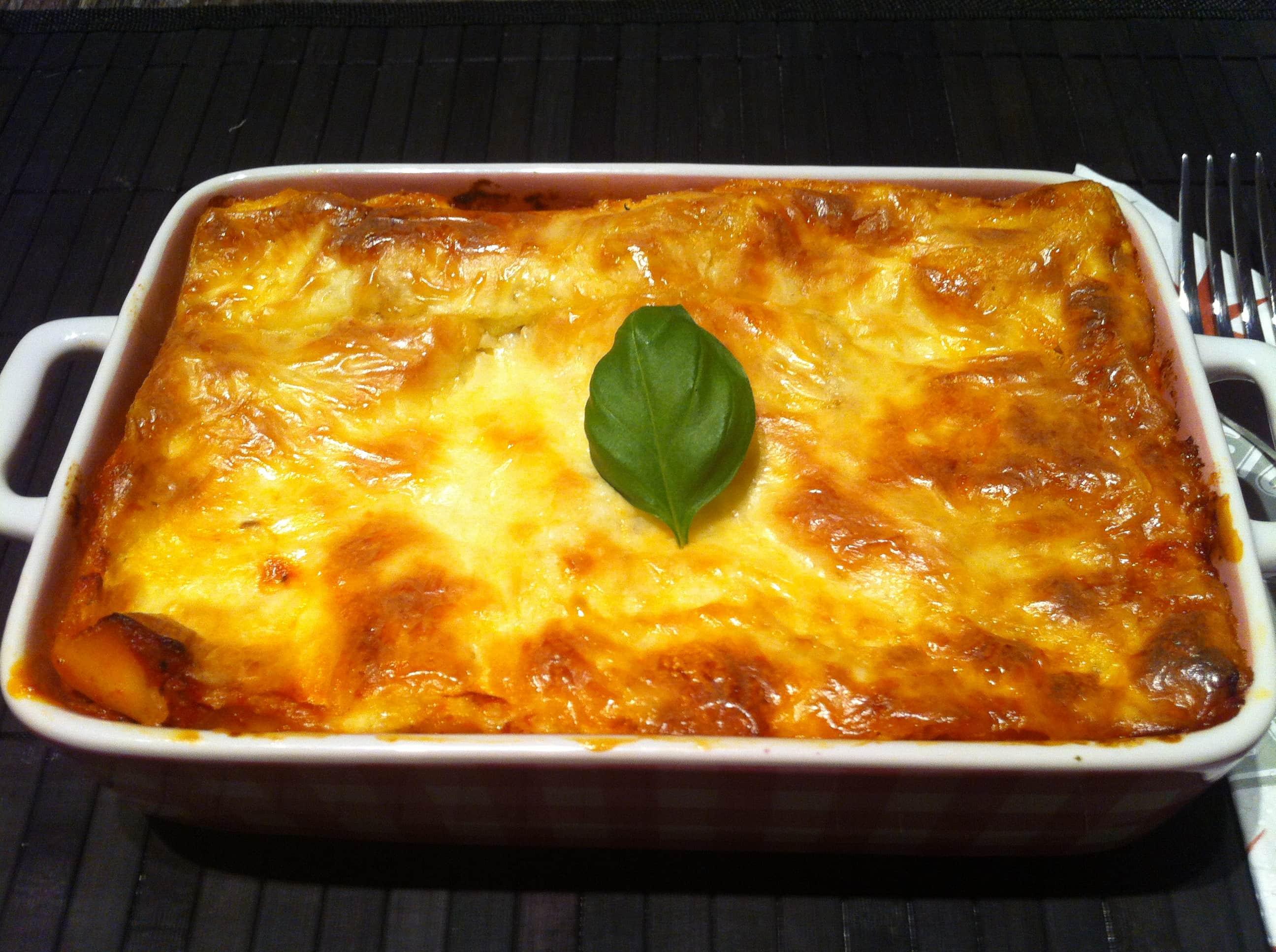 Die High Carb Lasagne an einer pikanten Bolognesesauce