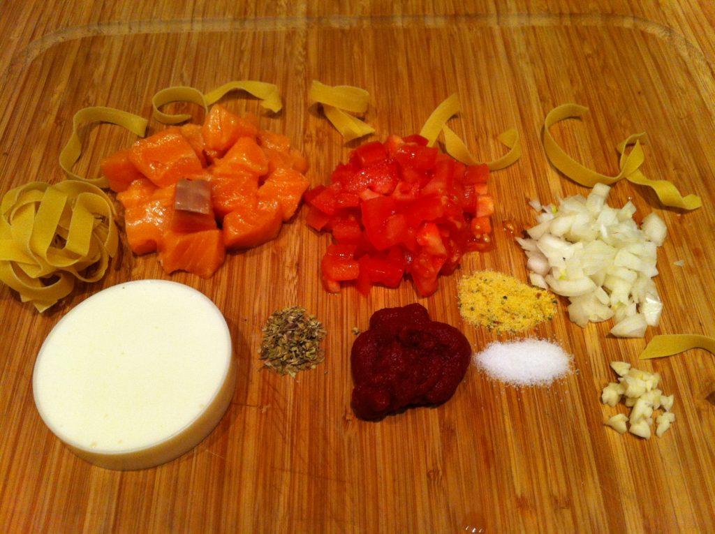 Fitnessrezept - sahnige low fat Tomaten Lachs mit Nudeln1
