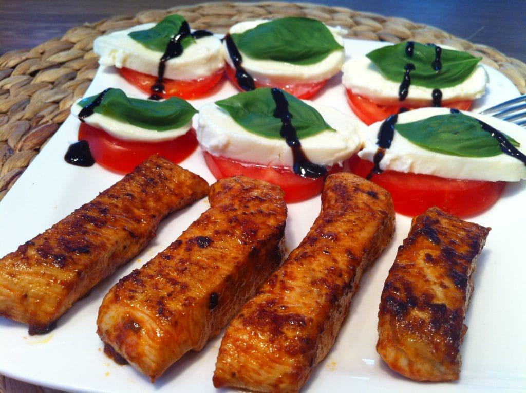 Die ow carb self made Chili-Sticks mit Tomate-Mozzarella an Blasamico.