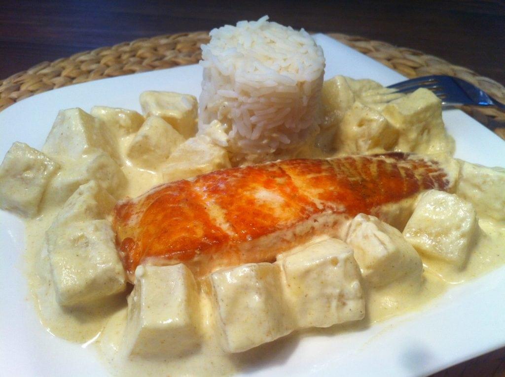 Der gesunde scharfe Hawaii Fitnessteller mit Lachs und Reis