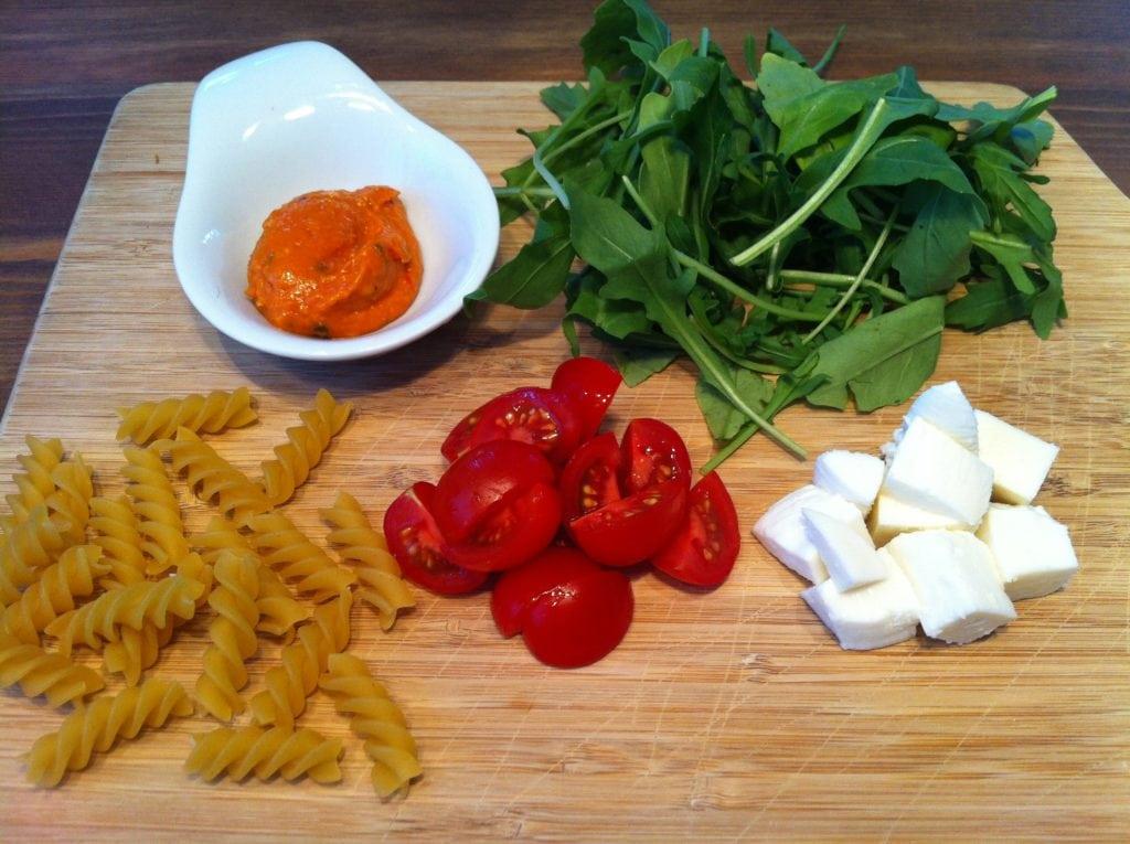 Der leckere-nudelsalat-mit-pesto-rosso1
