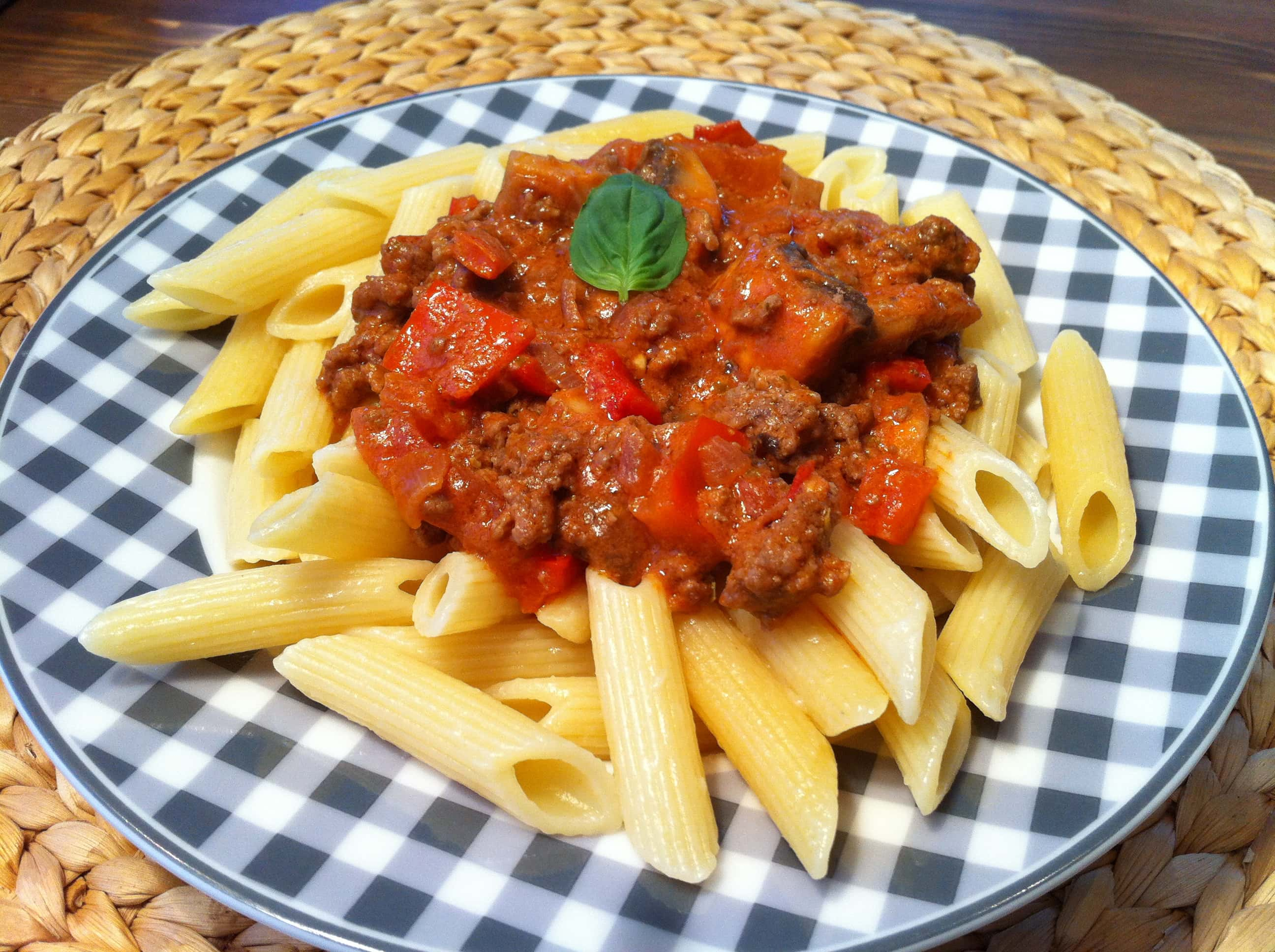 die low fat pasta mit der leichten tomaten sahnesauce. Black Bedroom Furniture Sets. Home Design Ideas
