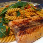 Der low-carb-lachs-an-einer-leichten-joghurt-marinade