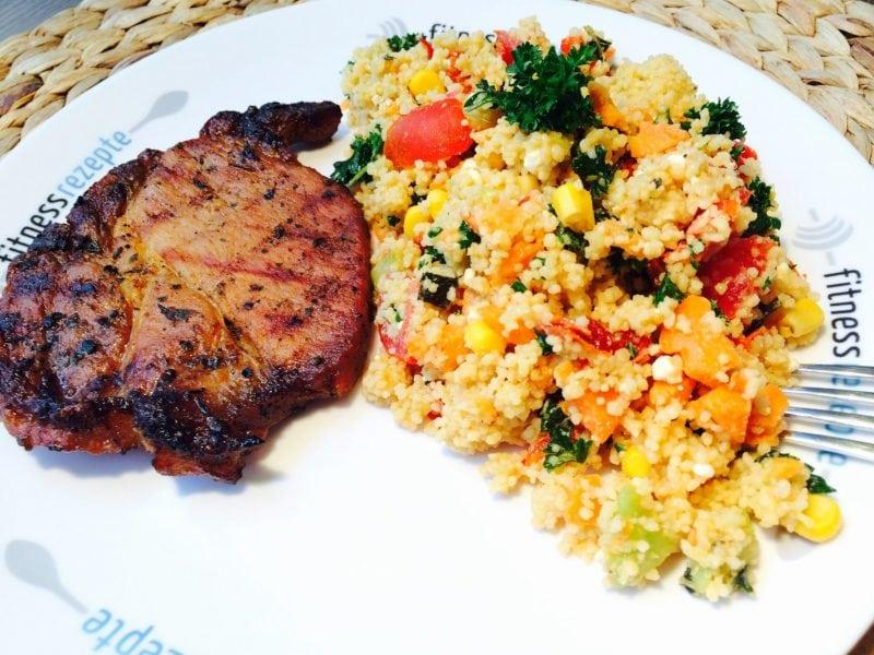 Der leckere Couscous Salat mit BBQ Schweineschnitzel