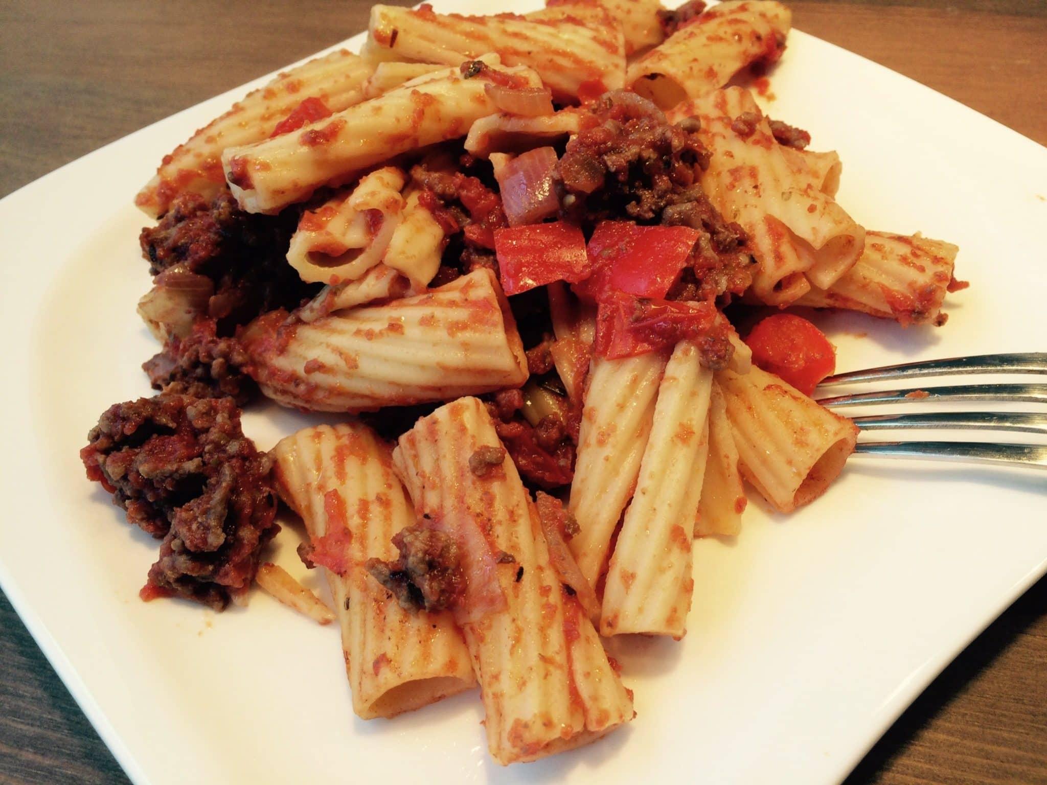 Der proteinreiche Bolognese Pasta Teller
