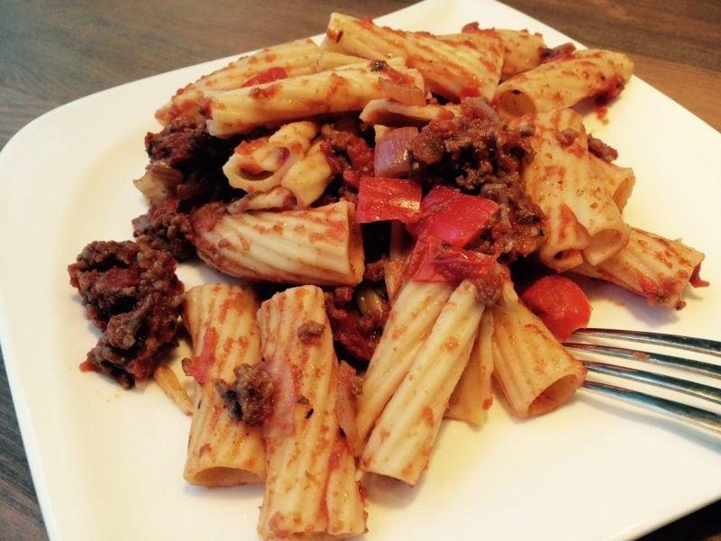 Der High Carb Nudelauflauf mit Bolognese-Sauce