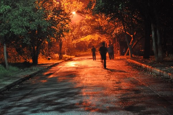 Notruf SOS Apple Joggen Wald Nachts Allein Park