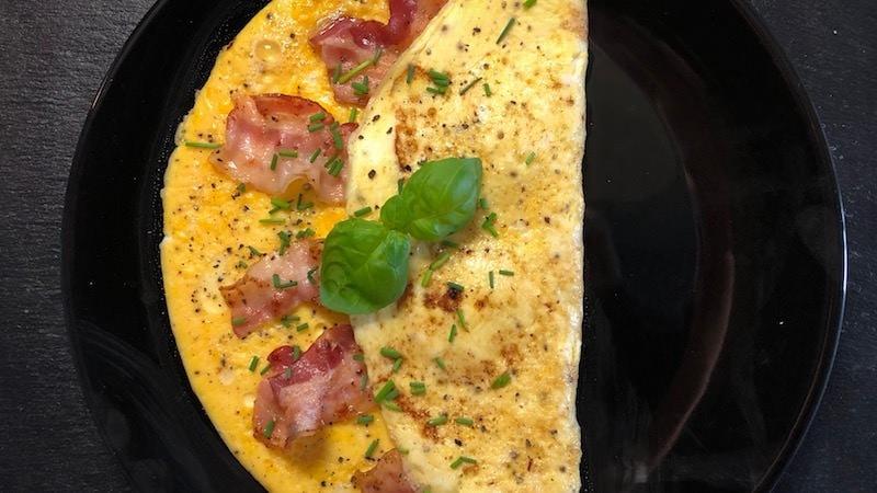 Omelette Ei Speck low carb Schnittlauch Rezept Zubereitung