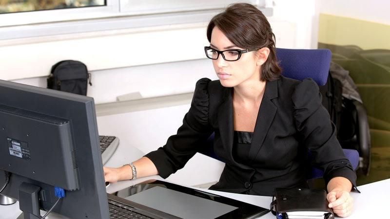 Bürogymnastik: So wirst du fit am Arbeitsplatz (Teil 1)
