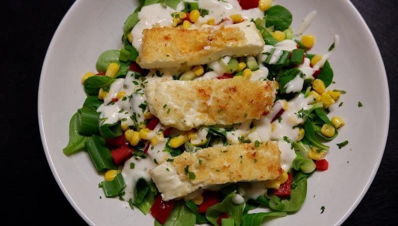 Frühlingssalat-gebackener-Hirtenkäse