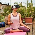 Telekom Relax VR Frau entspannt auf Yogamatte mit VR-Brille