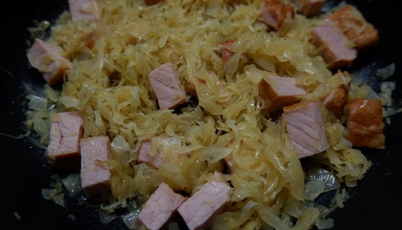 Uraltes Superfood: Low-Carb Sauerkraut-Kassler-Pfanne