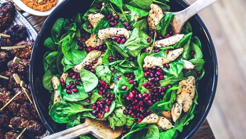 Schluss mit Langeweile! Wir zeigen dir, wie du deinen Salat aufpeppst