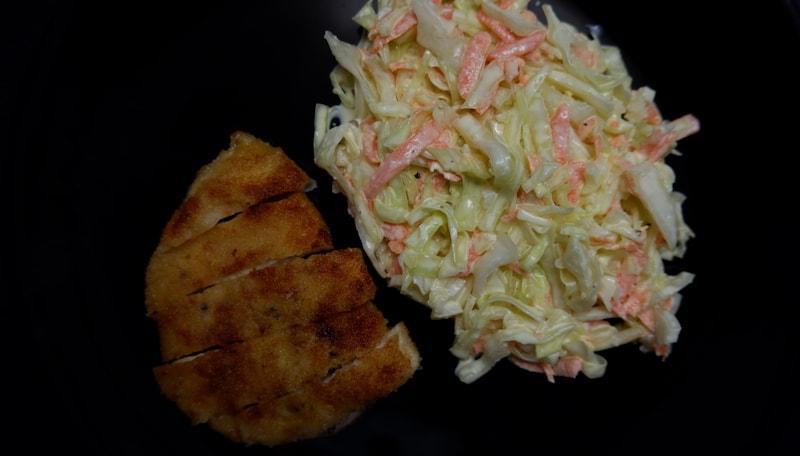Low Carb Hähnchenschnitzel mit Spitzkohl-Salat