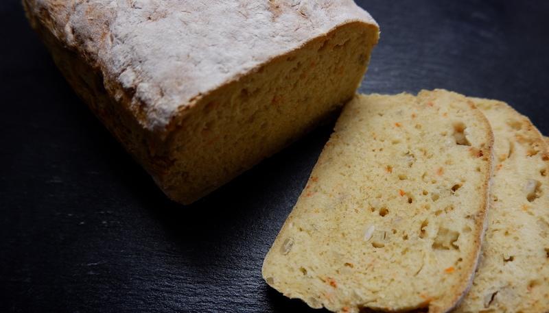 Selbstgebackenes Brot: Saftiges Buttermilch-Möhren-Brot