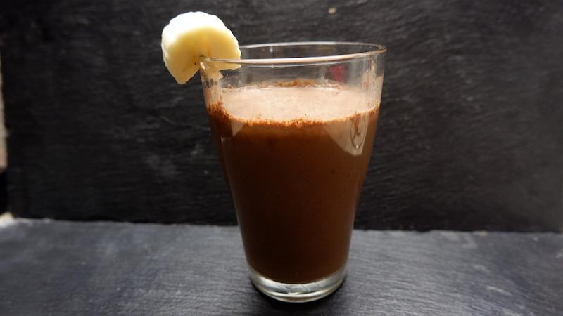 Frühstücksshake-Banane-Kakao