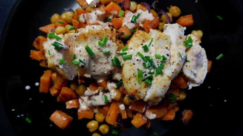 Harissa Hähnchen Süßkartoffel Kichererbsen
