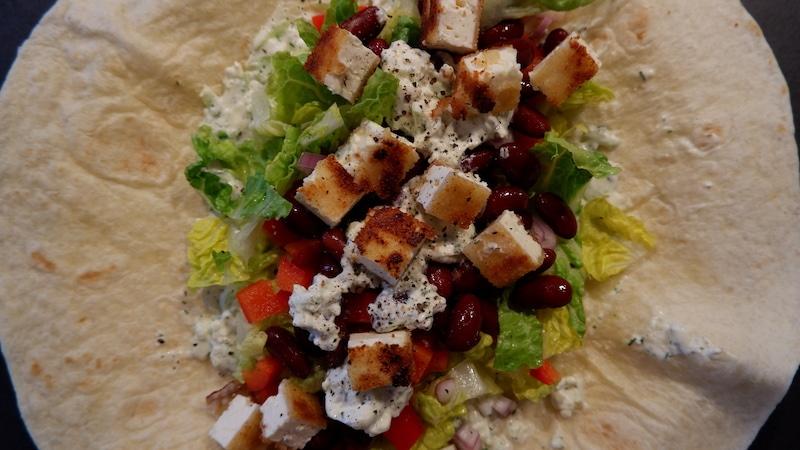vegetarische Wraps mit proteinreichem Kräuterquark