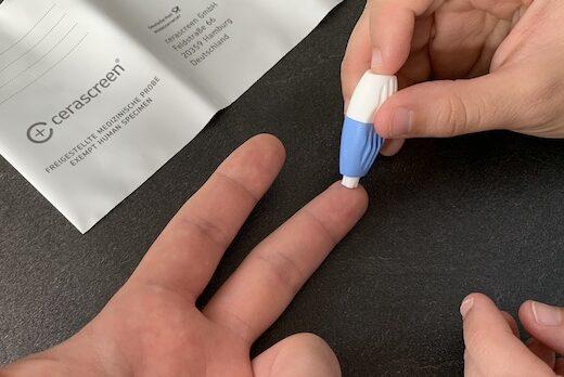 Lebensmittelallergie-Test Finger einstechen