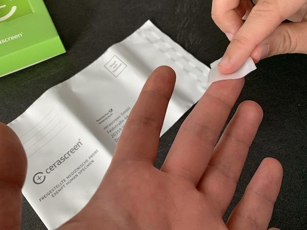Lebensmittelallergie-Test Hände desinfizieren