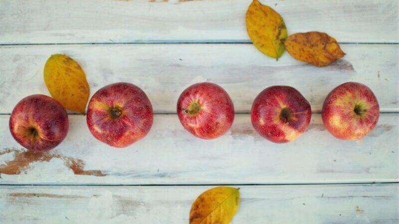 Äpfel, Herbst, Laub